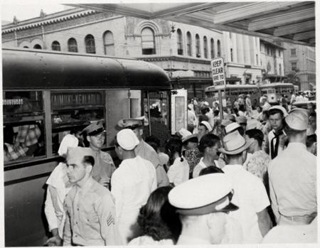 Boarding Kaimuki-Keaolaohu bus King Street 1994, Hawai'i State Archives